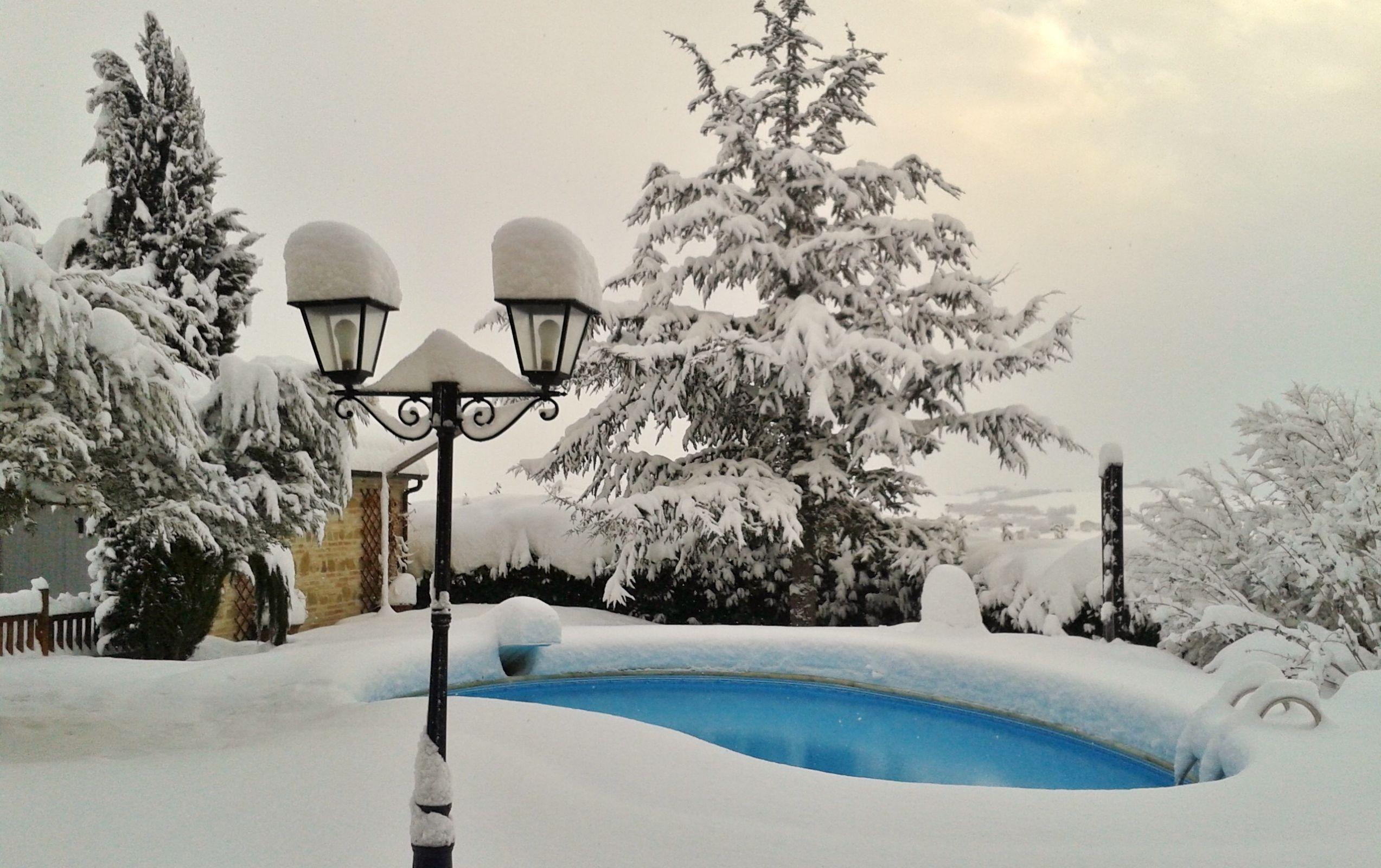 Inverno meglio la piscina aperta o chiusa professione piscina