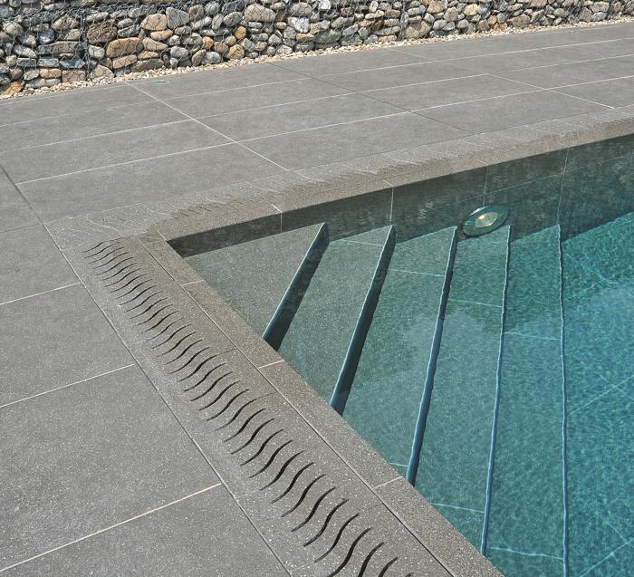 Tipi di rivestimento per piscina professione piscina for Piastrelle per interno piscina