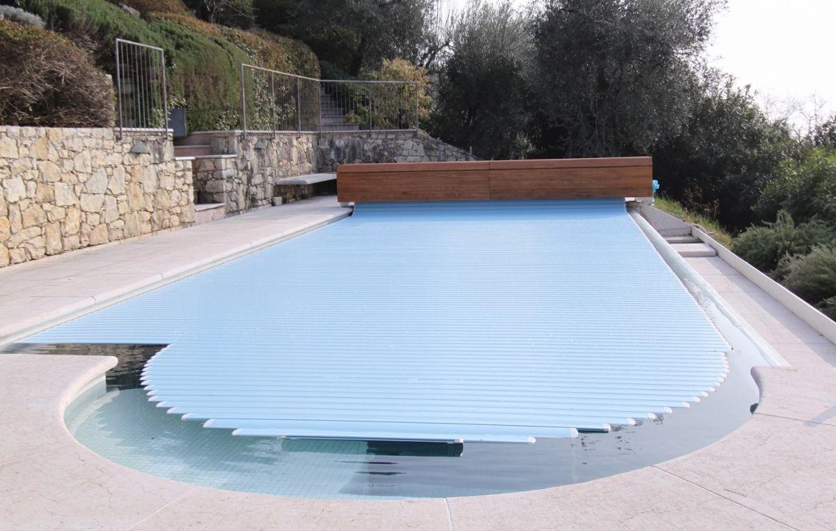 Coperture per piscina quali sono professione piscina - Coperture mobili per piscine ...