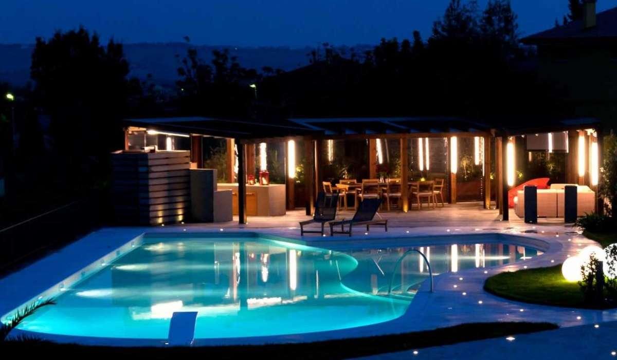 Illuminazione della piscina professione piscina