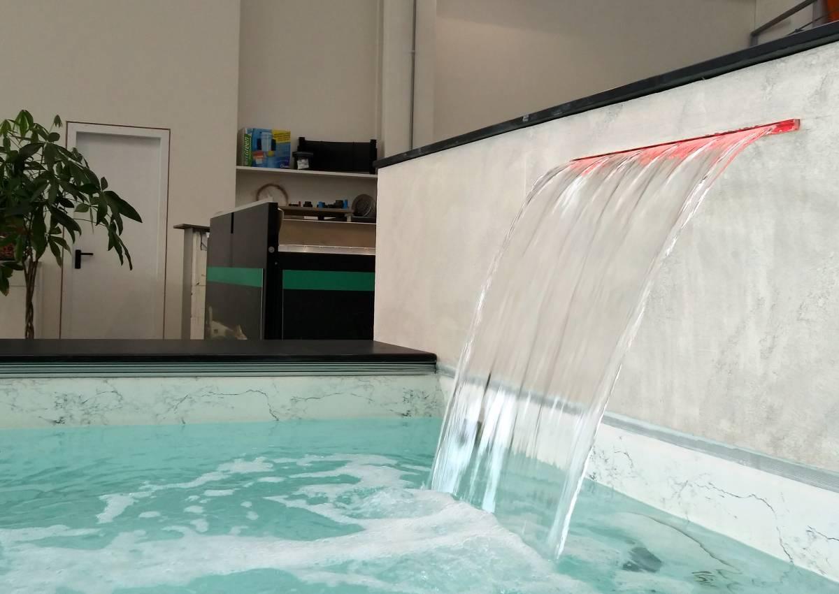 Una mini piscina super chic nel nostro showroom professione piscina - Acqua orecchie piscina ...