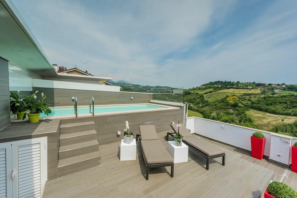 Una fantastica piscina su terrazzo professione piscina - Piscina gonfiabile terrazzo ...
