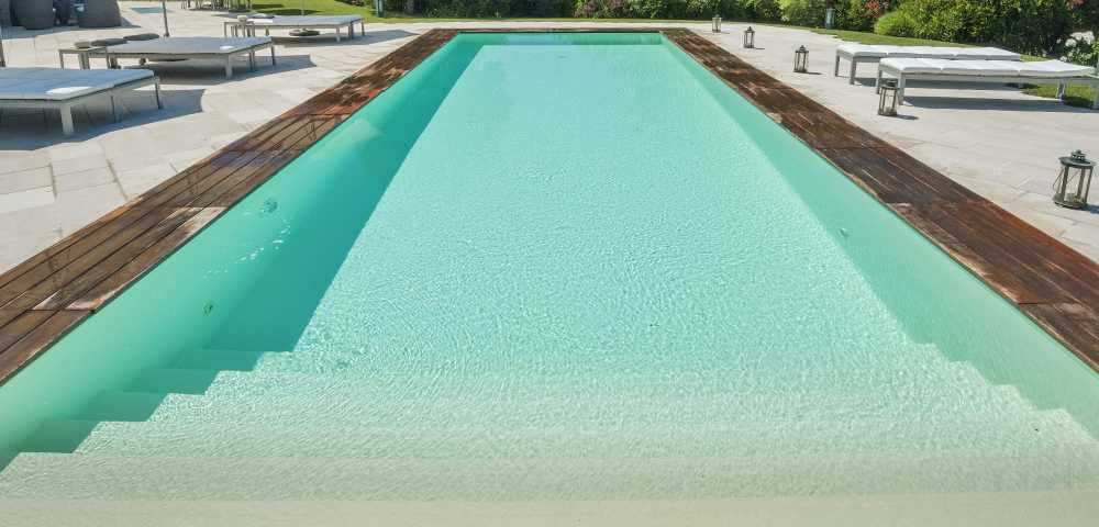 Rivestimento piscina in pvc tipologie e colori for Piastrelle per interno piscina