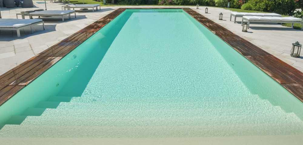 Rivestimento piscina tipologie e colori professione piscina for Rivestimento interno per piscina prezzi