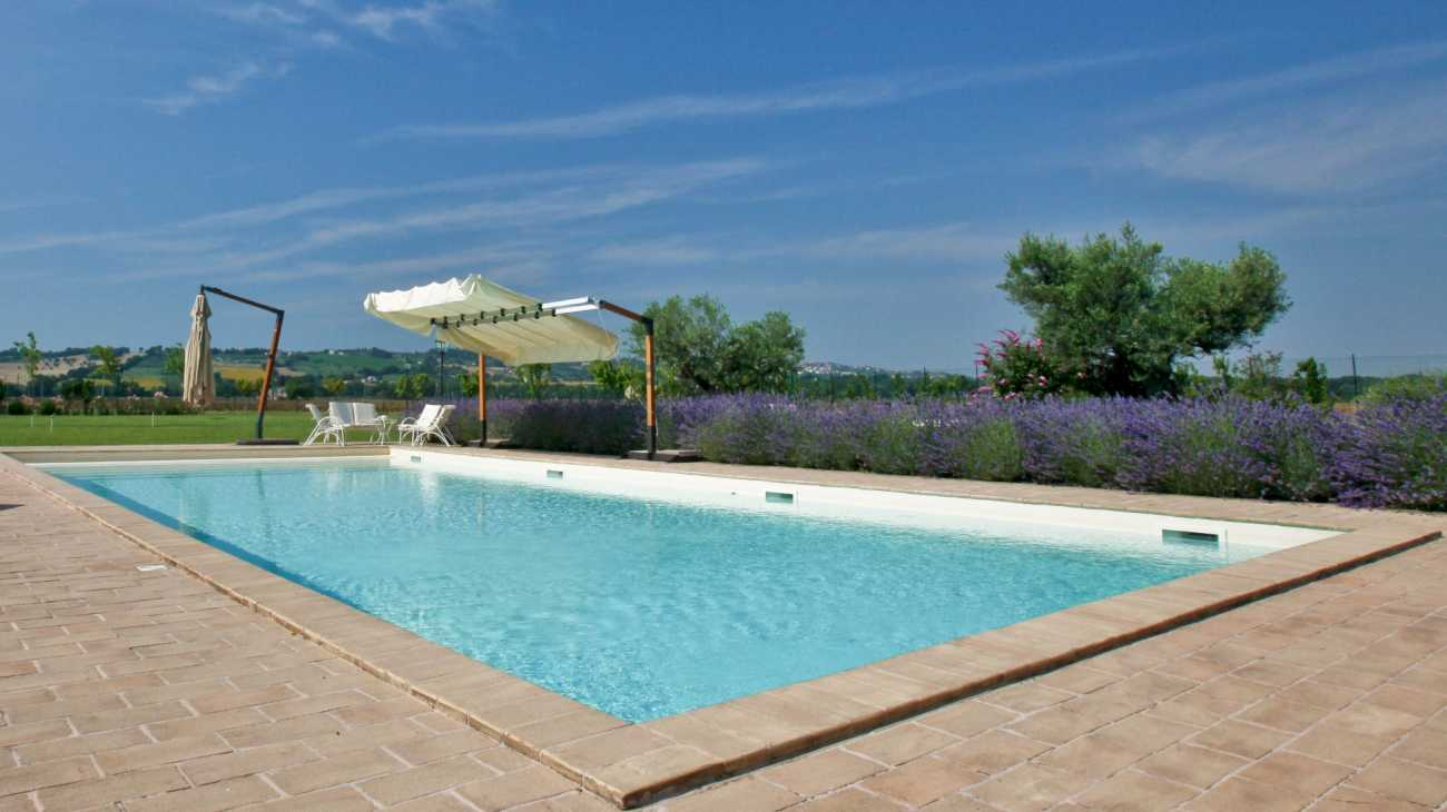 Piscine a skimmer professione piscina - Piscine interrate costi ...