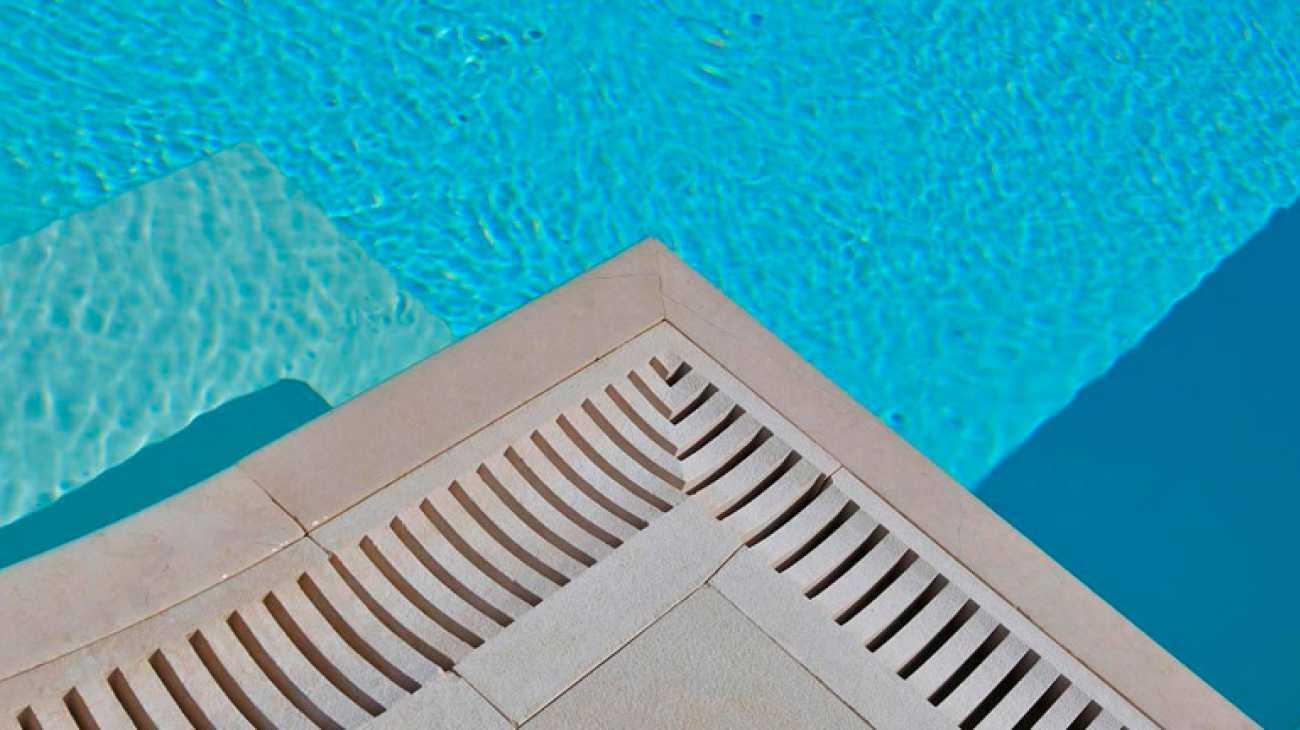 Piscine a sfioro professione piscina - Bordo piscina prezzi ...