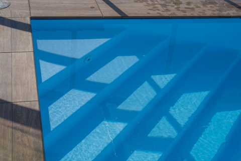 piscina scala ad angolo