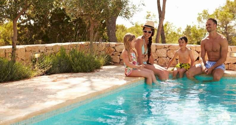 coronavirus piscina famiglia