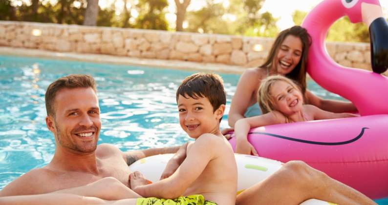 piscina e famiglia nel periodo del covid