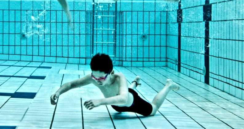 morti in piscina