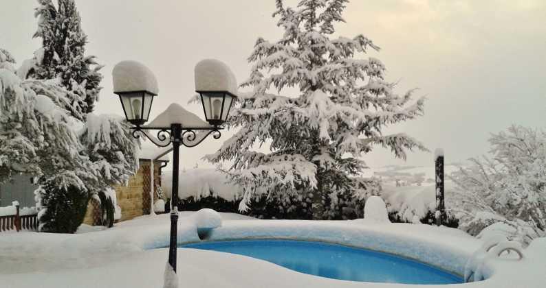 piscina inverno aperta o chiusa