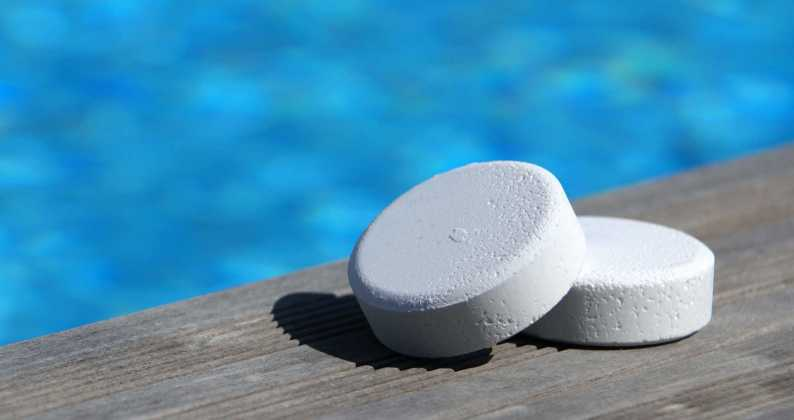sterilizzazione piscina al cloro e al sale